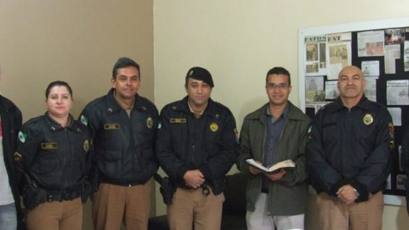 Pastor Ebenezer visita 4º Pelotão de Polícia Militar