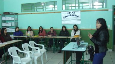 Professores e pedagogos constroem Currículo Escolar