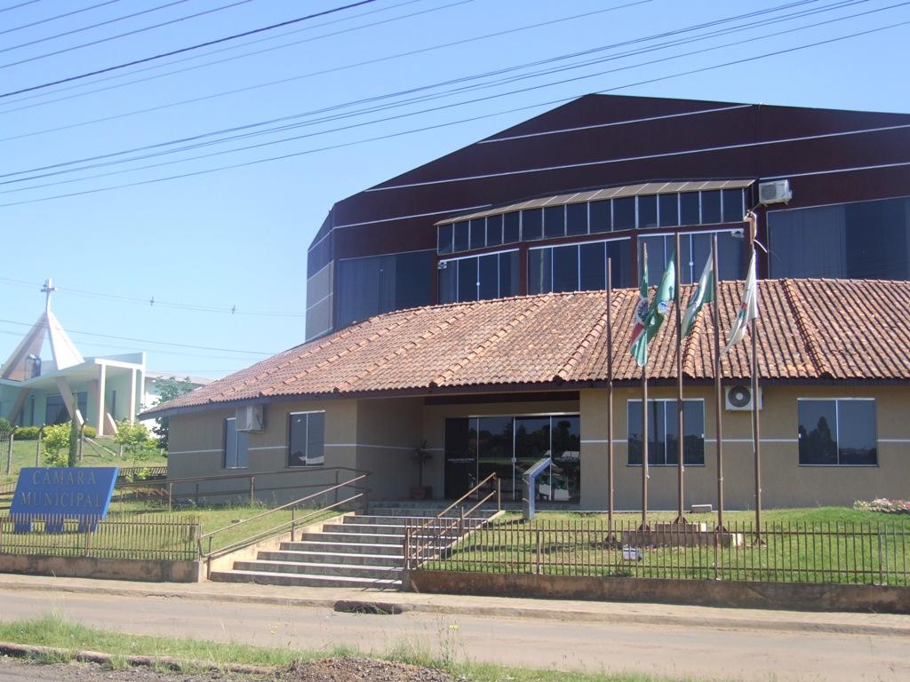 Vista drontal da Câmara Municipal de Pinhão
