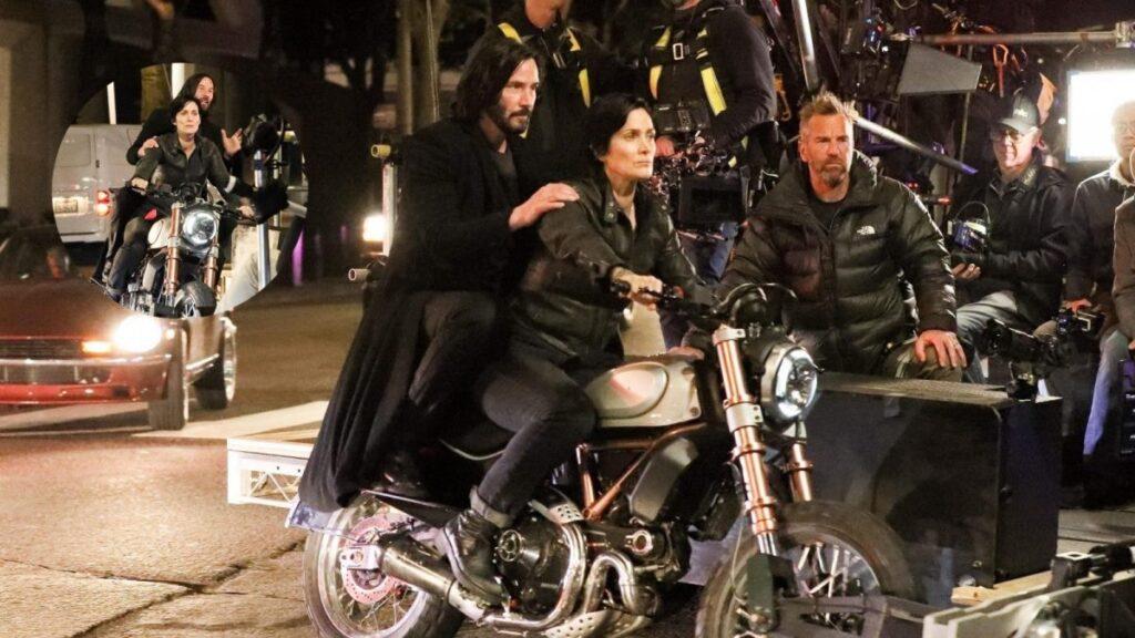 Reeves e Carrie-Anne em filmagem do novo Matrix