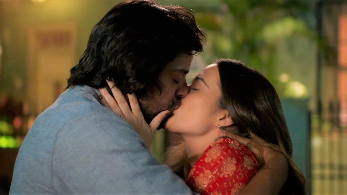 Alejandro convida Luna para um piquenique e os dois se beijam