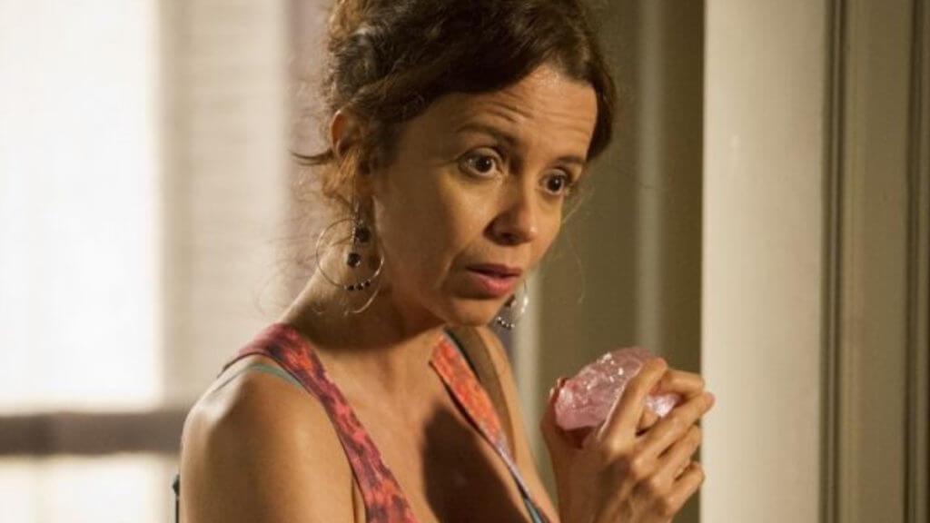 Lorraine rouba o diamente rosa da casa de Silviano
