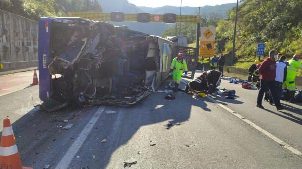 Ônibus acidentado