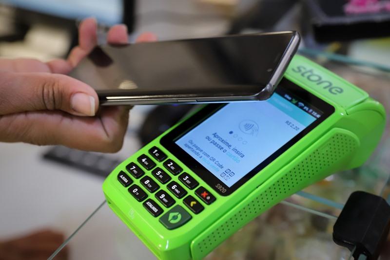 maquina de cartão e celular